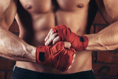 Canvastavlor Muskel Fighter med röda Bandage mot bakgrund av en tegelvägg