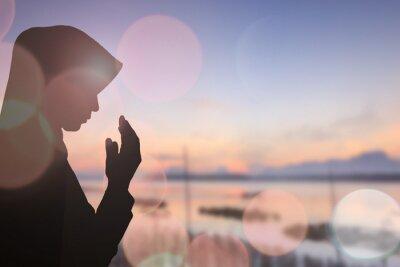 Canvastavlor Muslimsk kvinna be och vacker bakgrund ..