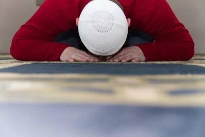 Canvastavlor Muslimsk man ber i moskén