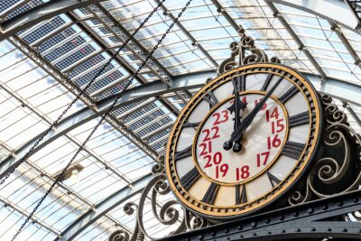 Canvastavlor Old-fashioned style clock at Kings Cross train station in London