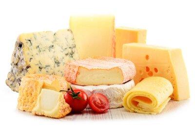 Canvastavlor Olika typer av ost isolerad på vit bakgrund