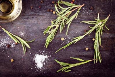 Canvastavlor Olivolja med rosmarin, peppar och salt. Medelhavs ingredienser.