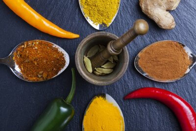 Canvastavlor orientaliska indiska kryddor curry paprika muskot på skiffer