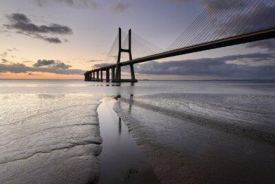 Canvastavlor Paisagem urbana de Lisboa e a sua ponte.