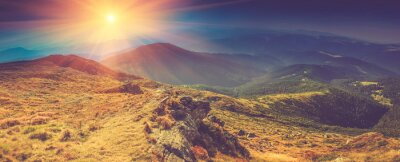 Canvastavlor Panorama landskap i bergen i solsken.