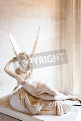 Canvastavlor Paris - 23 juni: Cupid staty den 23 juni 2014 Paris. Antonio Canova staty Psyche återupplivades av Amors Kiss, först i drift 1787, exemplifierar neoklassiska hängivenhet att älska och känslor.