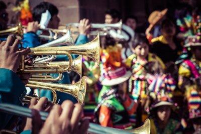 Canvastavlor Peruanska dansare på parad i Cusco.