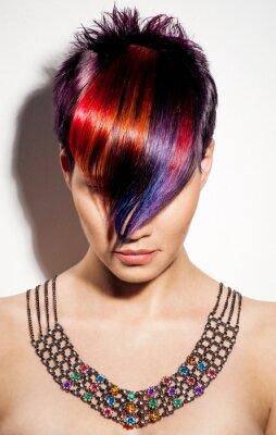 Canvastavlor porträtt av en vacker flicka med färgat hår