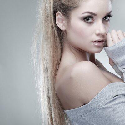 Canvastavlor porträtt av whiteheaded ung kvinna med vackra blå ögon