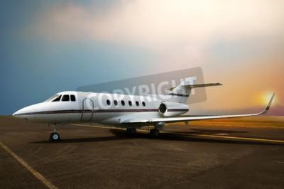 Canvastavlor Privata jetflygplan på flygplatsen. Med solnedgångsbakgrund
