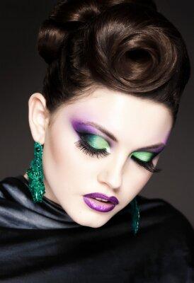 Canvastavlor professionella blå make-up och frisyr på vackra kvinna ansikte