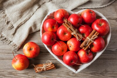 Canvastavlor Röda äpplen med kanel