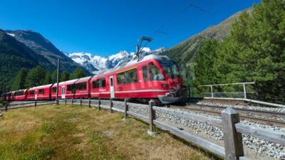 Canvastavlor Schweiziska berg tåg Bernina Express korsade Alps