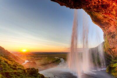 Canvastavlor Seljalandsfoss vattenfall på solnedgången, Island