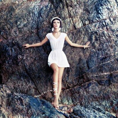 Canvastavlor sensuell flicka on the rocks