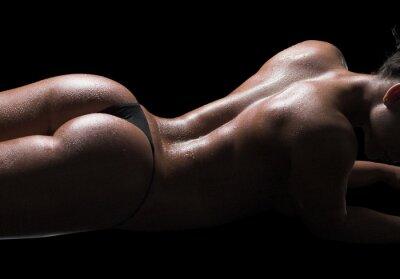 Canvastavlor Sexig kvinna kropp, våt hud, svart bakgrund