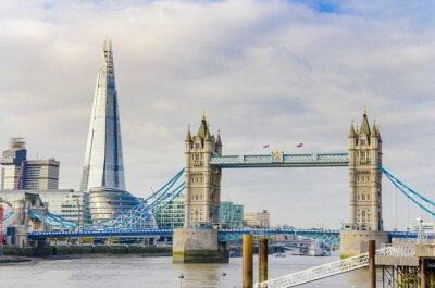 Canvastavlor Skärvan och Tower Bridge på Themsen i London, UK