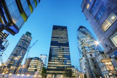 Canvastavlor Skyskrapor på City of London på natten.