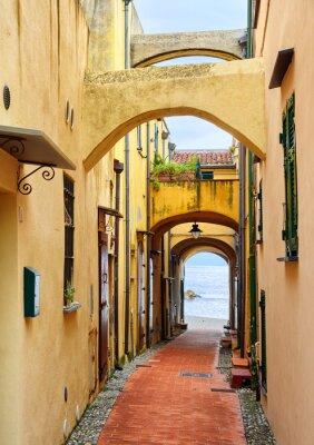 Canvastavlor Smala gatan som leder till Medelhavet i gamla stan Varig