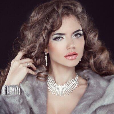 Canvastavlor Smycken och mode elegant dam. Vacker kvinna klädd i Lux