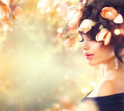Canvastavlor Spring kvinna med magnoliablommor i håret
