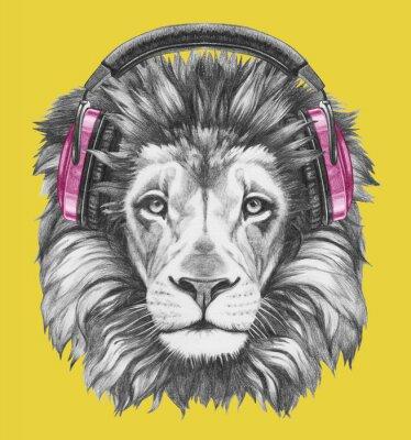 Canvastavlor Stående av Lion med hörlurar. Handritad illustration.