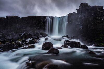 Canvastavlor Steiniger Wasser i Island