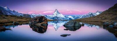 Canvastavlor Stellisee in der Schweiz mit Matter im Hintergrund Panorama
