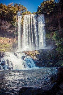 Canvastavlor stora vackra vattenfall i parken Dambri, Vietnam