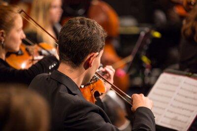 Canvastavlor Symfoniorkester utför.