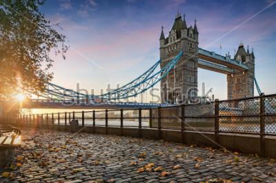 Canvastavlor Tower Bridge i London, Storbritannien, under en gyllene soluppgång