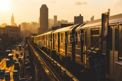 Canvastavlor Tunnelbanetåg i New York vid solnedgången