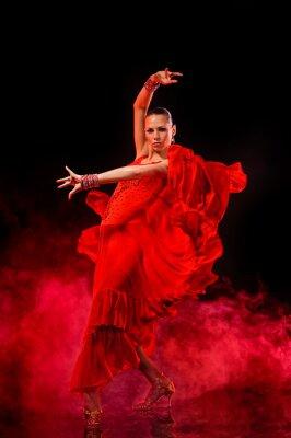 Canvastavlor Ung kvinna dansar Latino på mörk rökig bakgrund