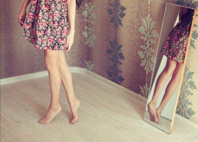 Canvastavlor ung kvinna vänder spegeln