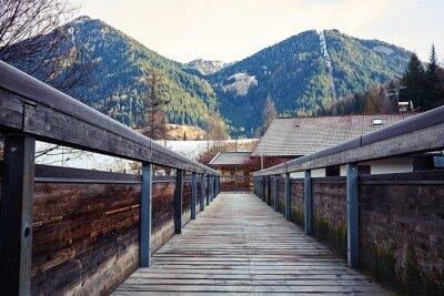 Canvastavlor utsikt över bergen från bron