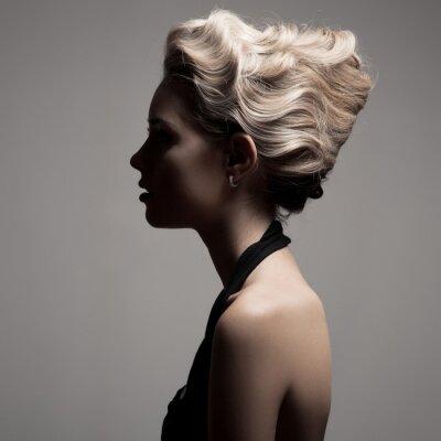 Canvastavlor Vacker blond kvinna. Retro mode bild.