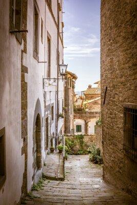 Canvastavlor Vacker gata i Cortona, Toscana