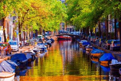 Canvastavlor Vacker kanal i den gamla staden Amsterdam, Nederländerna, Noord-Holland.
