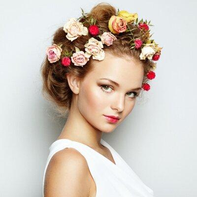 Canvastavlor Vacker kvinna med blommor. Perfekt ansikte huden. skönhet~~POS=TRUNC stående~~POS=HEADCOMP