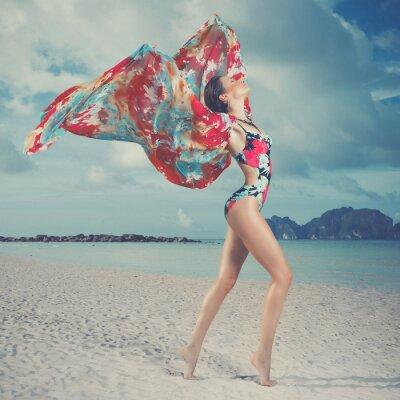 Canvastavlor Vacker kvinna på stranden