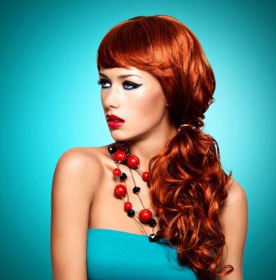 Canvastavlor Vacker sensuell kvinna med långa röda hår