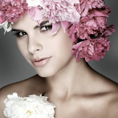 Canvastavlor vacker ung flicka med rosa blommor