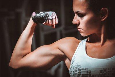Canvastavlor Vacker ung kvinna under fitness