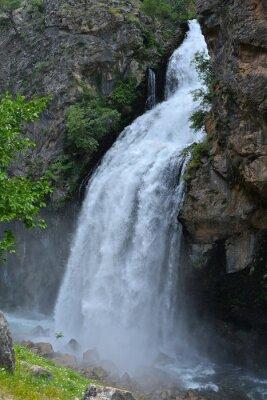 Canvastavlor Vattenfall följer hög klippa