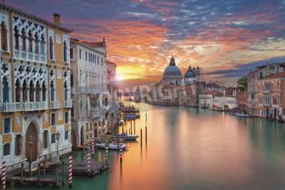 Canvastavlor Venedig. Bild av Canal Grande i Venedig, med Santa Maria della Salute Kyrkan i bakgrunden.