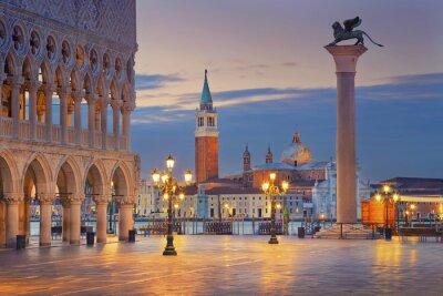 Canvastavlor Venedig. Bild av Markusplatsen i Venedig under soluppgången.