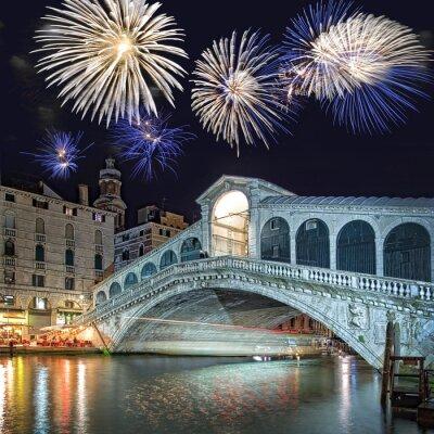 Canvastavlor Venedig Italien, fyrverkerier över Rialtobron by night