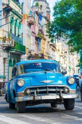 Canvastavlor Vintage amerikansk bil på en gata i centrala Havanna