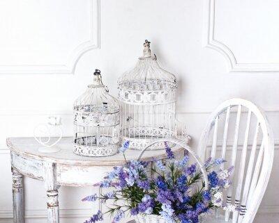 Canvastavlor vintage stol och bord med blommor framför och burar