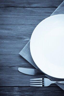 Canvastavlor vit platta, kniv och gaffel på trä